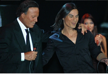 "Julio Iglesias: ""Trebuie sa te daruiesti muzicii si sa nu uiti sa spui «Multumesc!»"""
